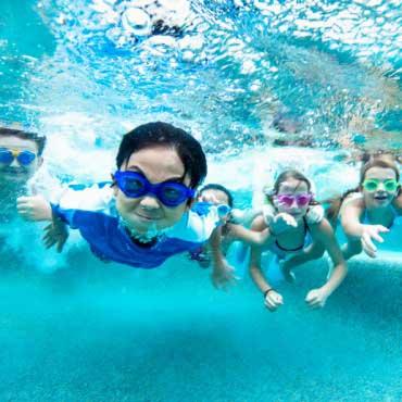 Des enfants heureux en vacances