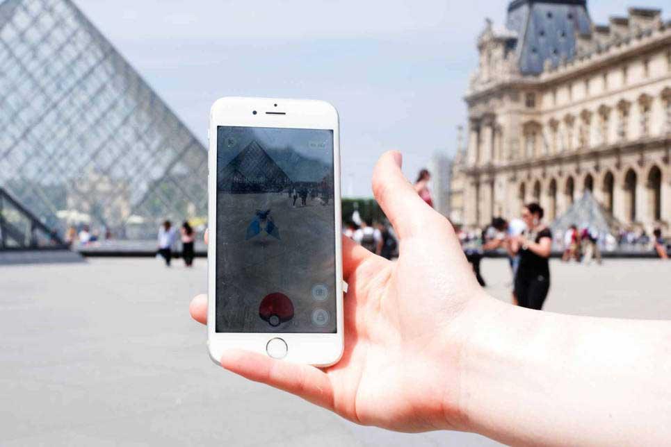 Pokemon Go face au musée du Louvre