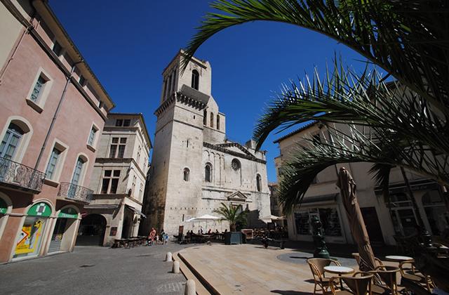 Place aux Herbes - Nîmes