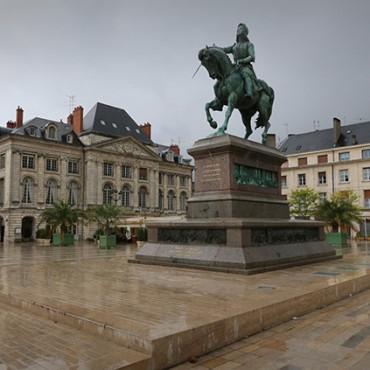 Place-du-Martroi-Orleans